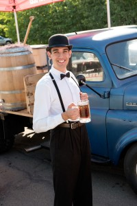 Man holding a beer mug