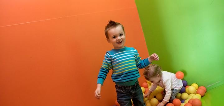 Little kids in Beaner's ball pit